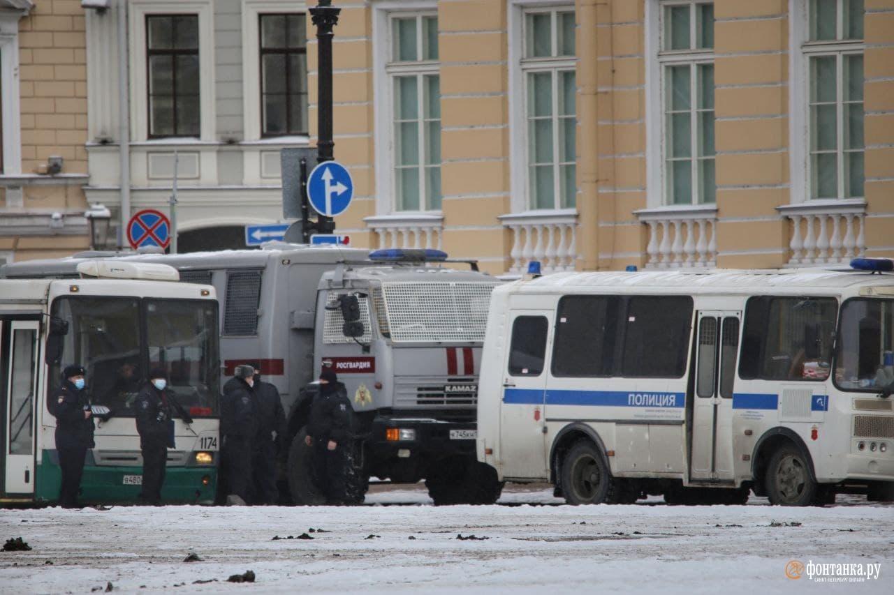 Центр Петербурга в заборах и погонах, власть говорит: «А что такого?»