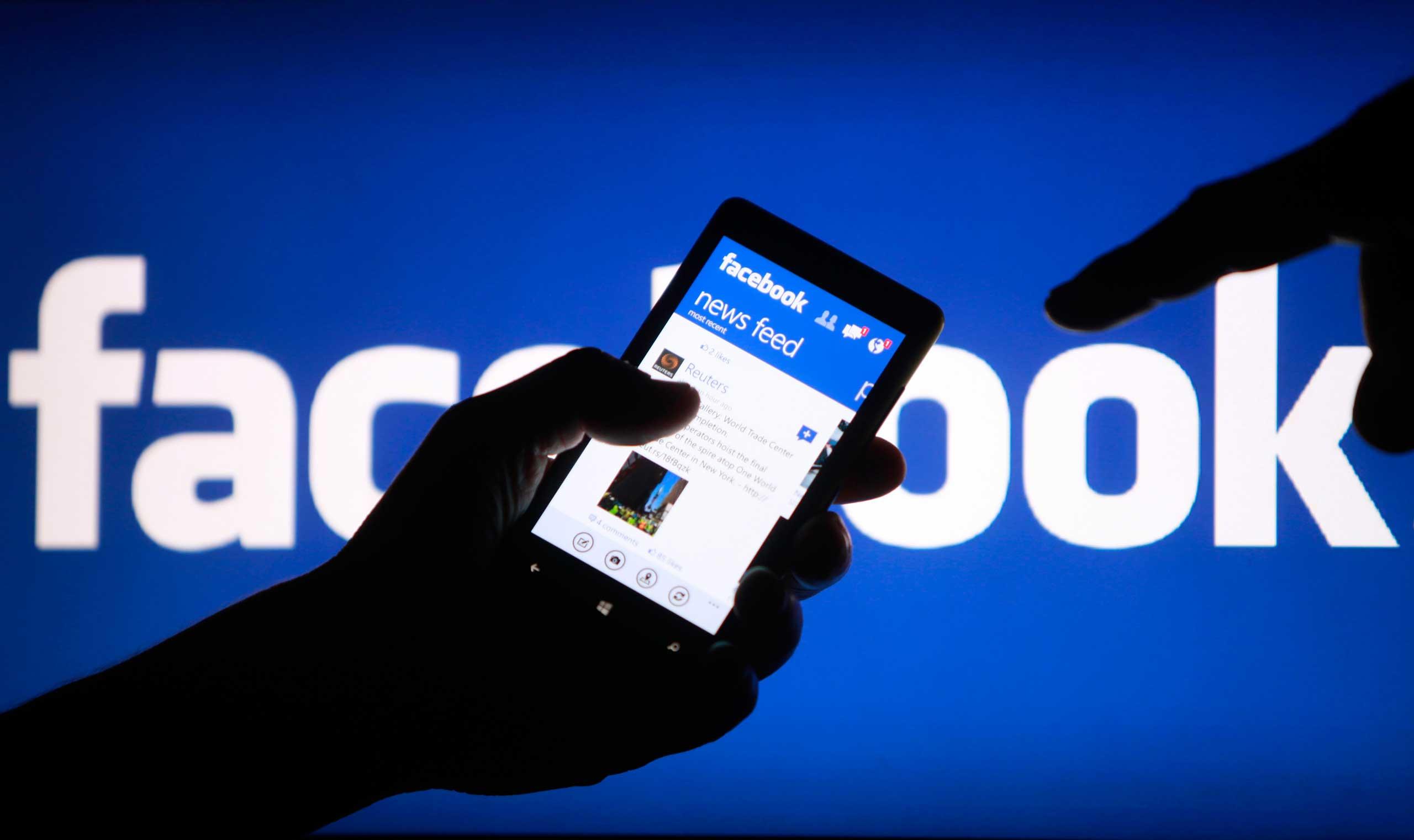 Фейсбук и Твиттер упрекнули в недостаточной цензуре