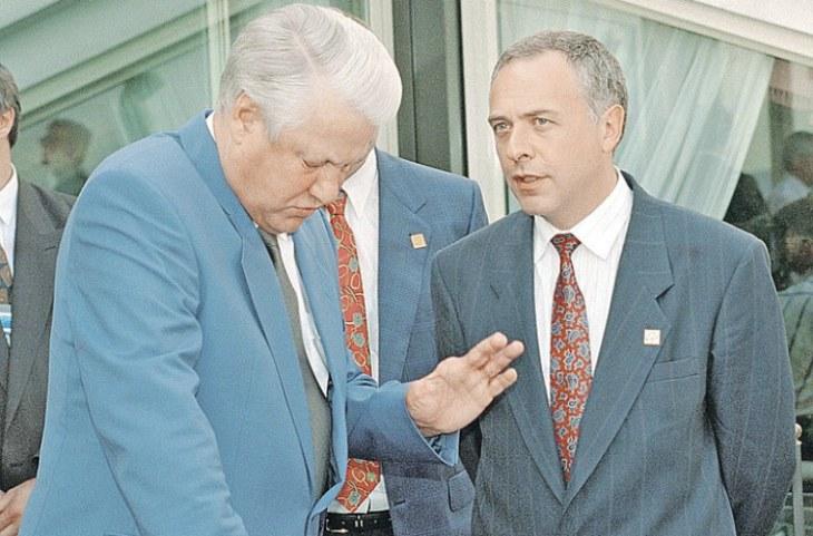 Внезапно Ельцин перестал смеяться и направил на меня свой стальной взгляд